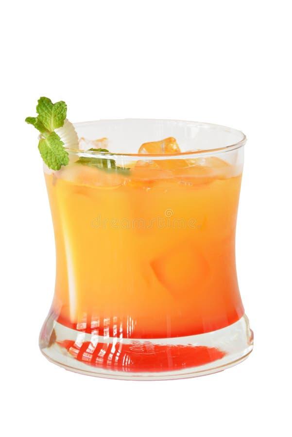 鸡尾酒和酒精在白色背景 免版税库存图片