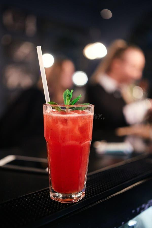 鸡尾酒在酒吧的血玛莉酒 免版税库存图片