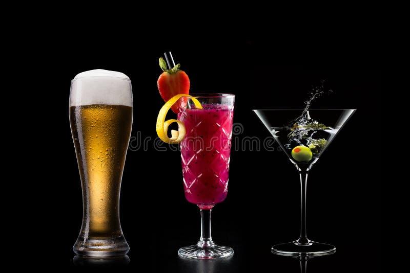 鸡尾酒酒精酒吧选择时髦旅馆侍酒者装饰 免版税库存照片