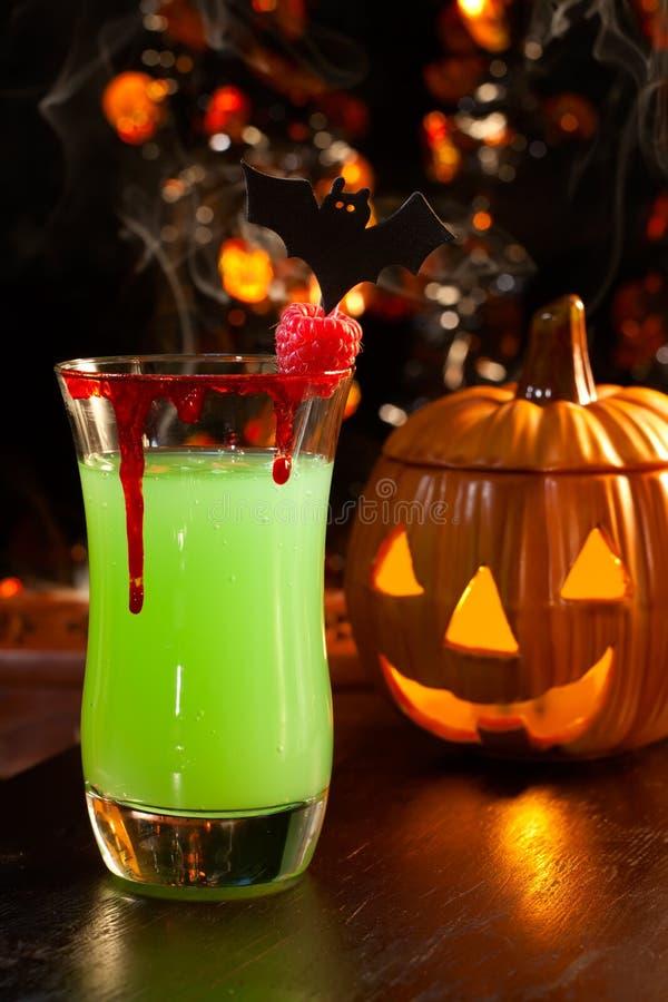 鸡尾酒饮料万圣节亲吻s吸血鬼 库存照片