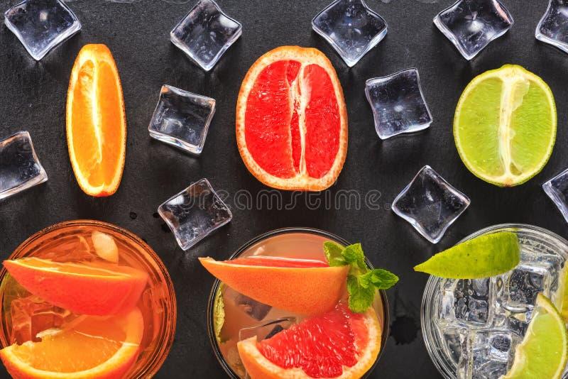 鸡尾酒,酒精,冰,饮料,果子,汁液,酒吧,党,寒冷,威士忌酒,茶点,兰姆酒,客栈,夜总会,口味 免版税库存图片