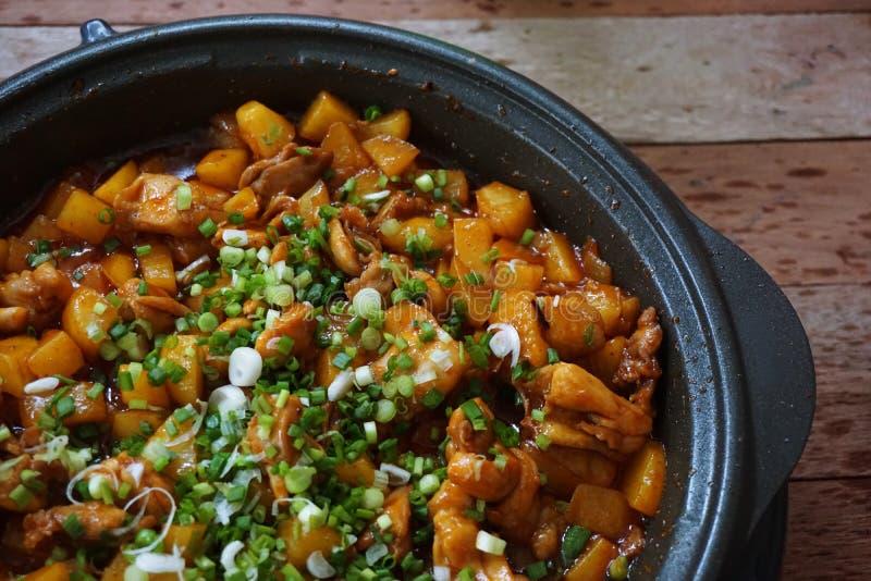 鸡油煎的土豆 免版税库存图片