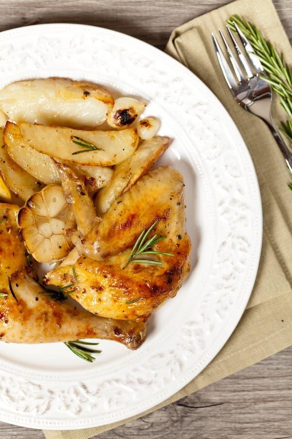 Download 鸡烤大腿 库存图片. 图片 包括有 平底锅, 膳食, 油炸物, 嘎吱咬嚼, 烹调, 饮食, 家禽, 柠檬 - 59103959