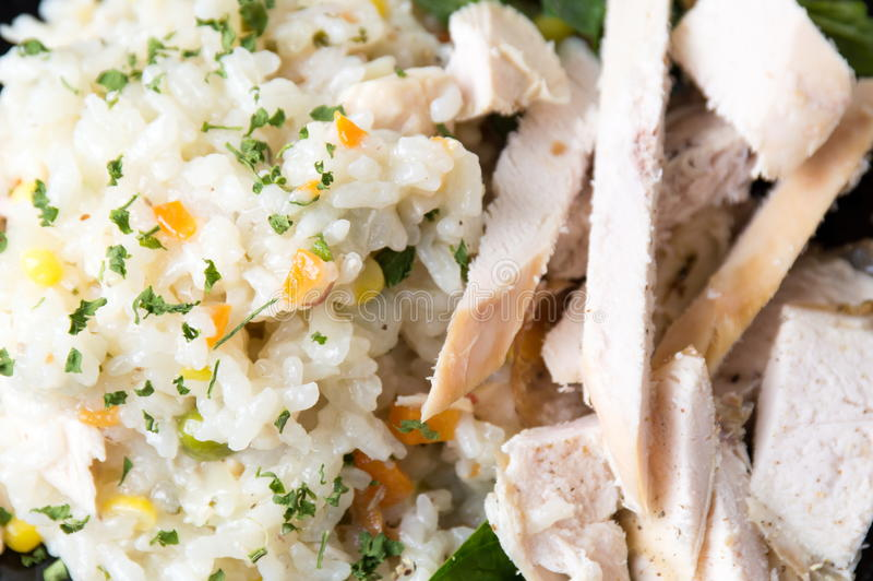 鸡用米和菜在板材 库存图片