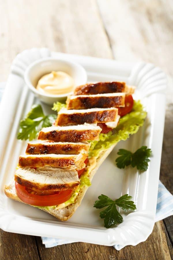 鸡肉三明治用莴苣和蕃茄 库存照片