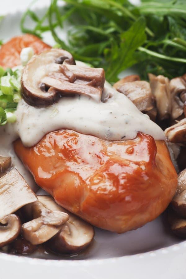 鸡胸脯用蘑菇酱油 库存照片