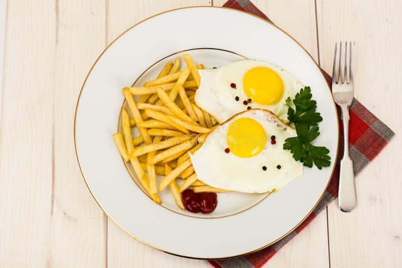 鸡蛋油煎的土豆 库存照片