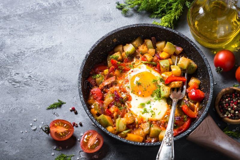鸡蛋油煎的蔬菜 免版税库存图片