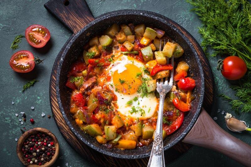 鸡蛋油煎的蔬菜 图库摄影