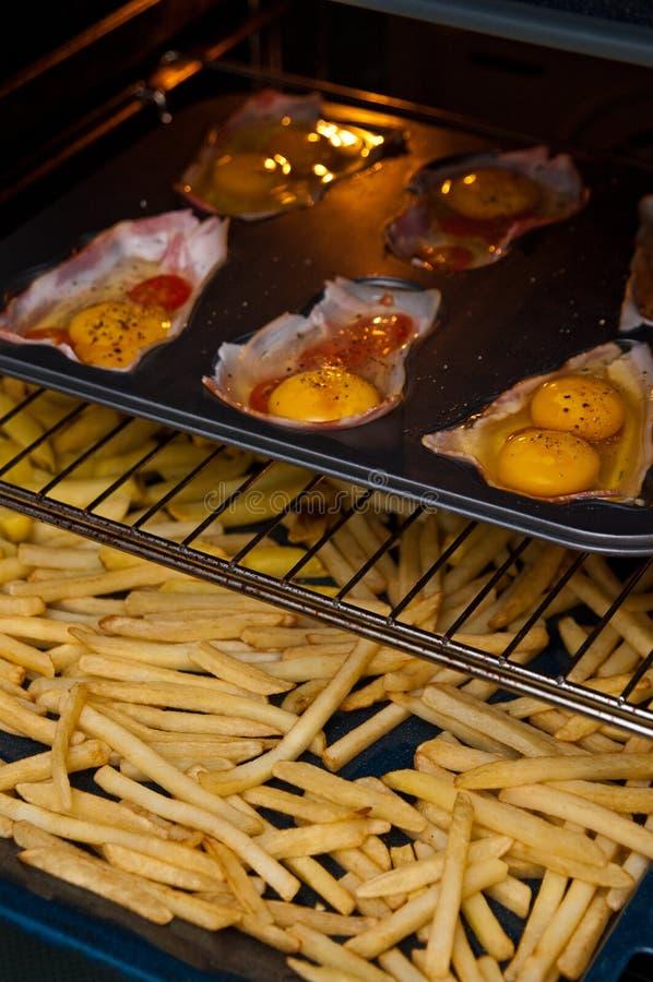 鸡蛋用火腿当圣诞节快餐 库存图片