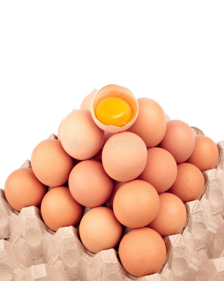 Download 鸡蛋 库存图片. 图片 包括有 电池, 空白, 金字塔, 纸盒, browne, 黄色, 对象, 装箱, 容器 - 22358115