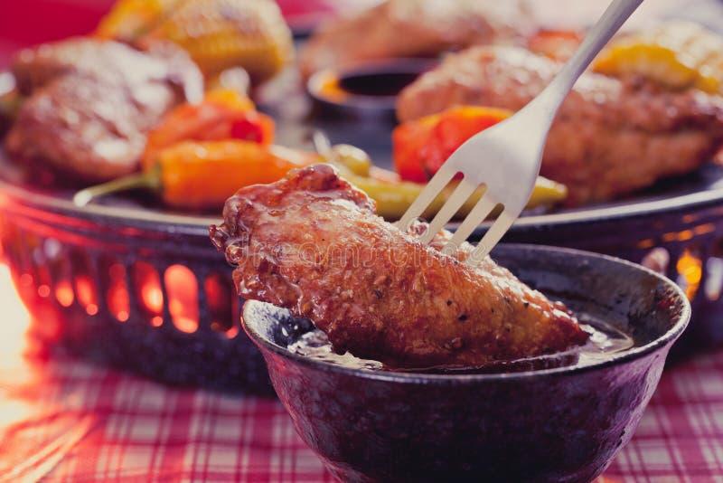 鸡调味汁翼 库存照片