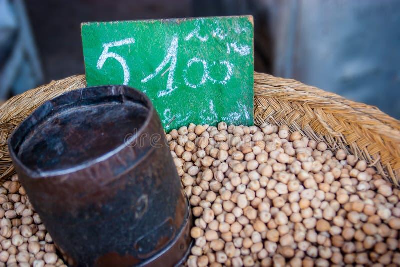 鸡豆在一个市场上在摩洛哥 免版税库存图片