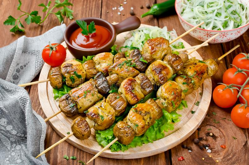 鸡kebab用蘑菇 库存图片