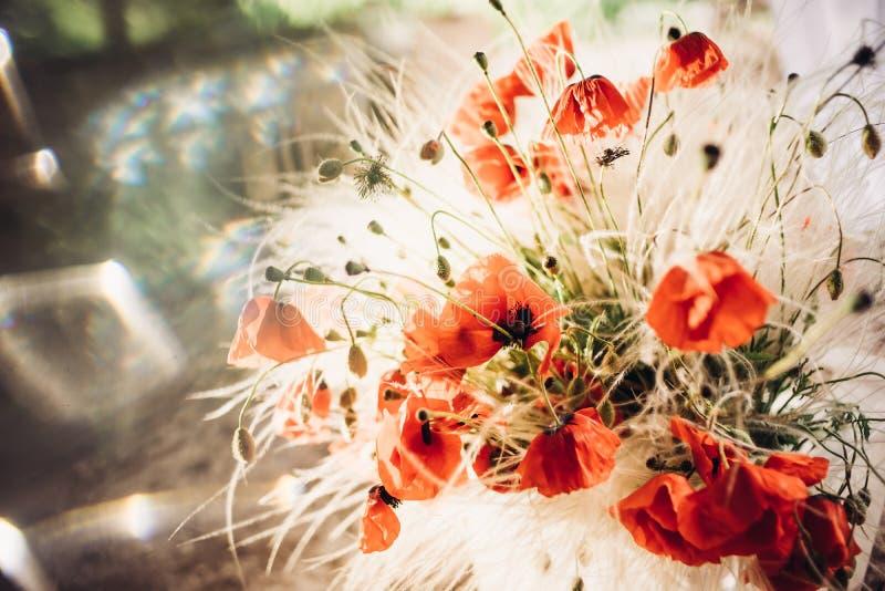 鸦片大美丽的花束有被弄脏的背景 库存照片