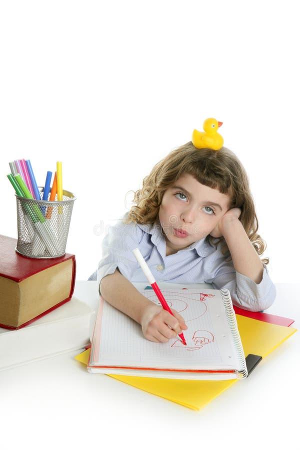 鸭子滑稽的女孩一点学员wirh黄色 免版税库存图片