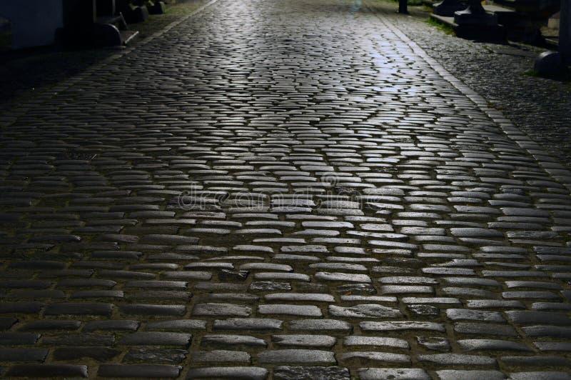 鹅卵石晚上街道 免版税库存照片