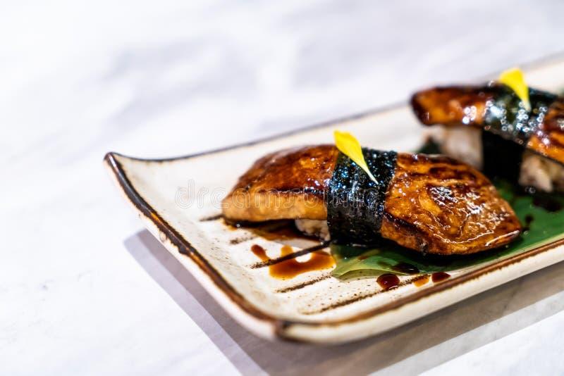 鹅肝寿司-日本料理 免版税库存图片