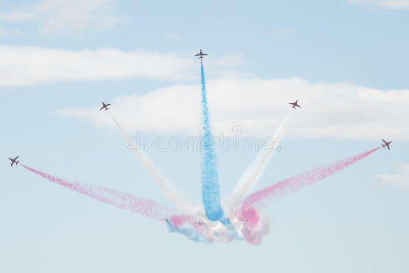 鹰在飞行表演的T1喷气机 免版税库存图片