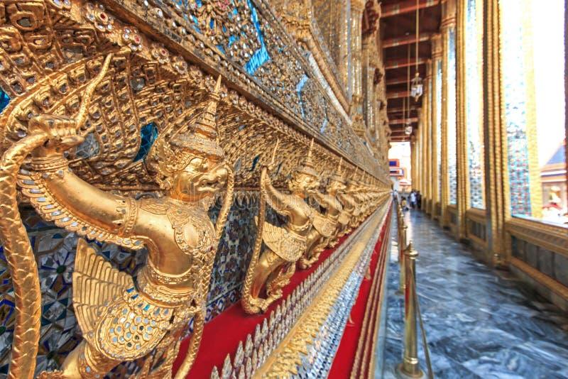 鹰报曼谷玉佛寺曼谷泰国 免版税库存图片