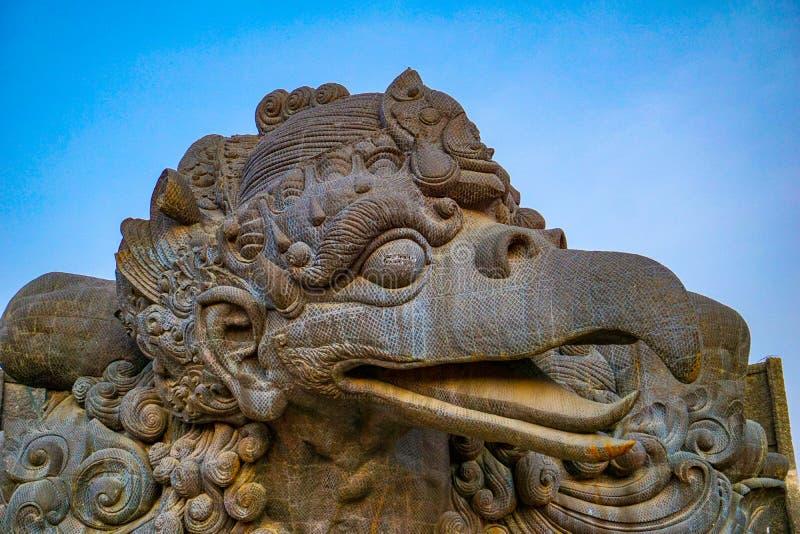 鹰记航空公司勇敢的印度神话鸟图象在GWK文化公园,巴厘岛 免版税库存图片