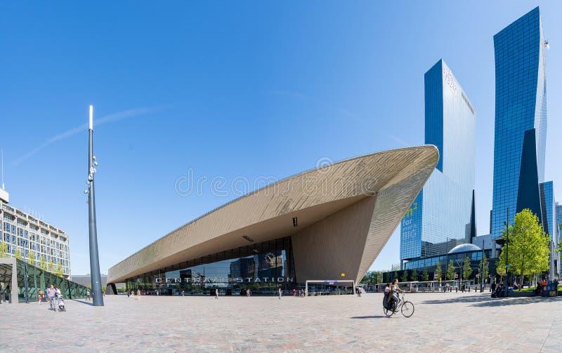 鹿特丹与地标大厦的市中心在鹿特丹,荷兰 免版税库存图片