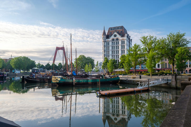 鹿特丹市都市风景地平线与, Oude避风港,荷兰 库存照片