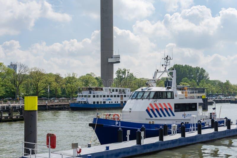 鹿特丹水与一艘水警艇的警察口岸在前景,荷兰 免版税库存图片