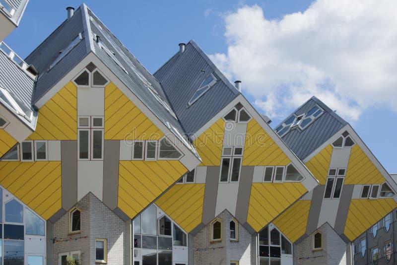 鹿特丹,荷兰/荷兰- 2019年4月26日:公寓和办公室在鹿特丹立方体房子,大城市城市b里面 免版税库存照片