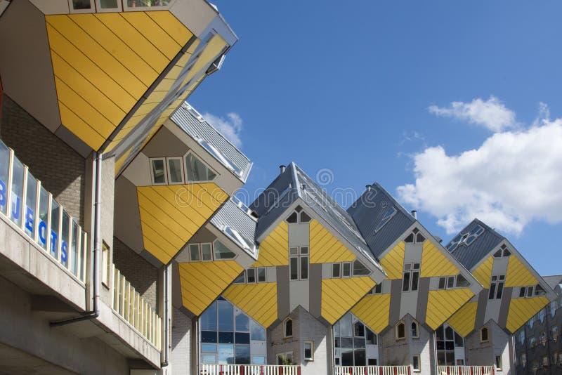鹿特丹,荷兰/荷兰- 2019年4月26日:公寓和办公室在鹿特丹立方体房子,大城市城市b里面 免版税库存图片