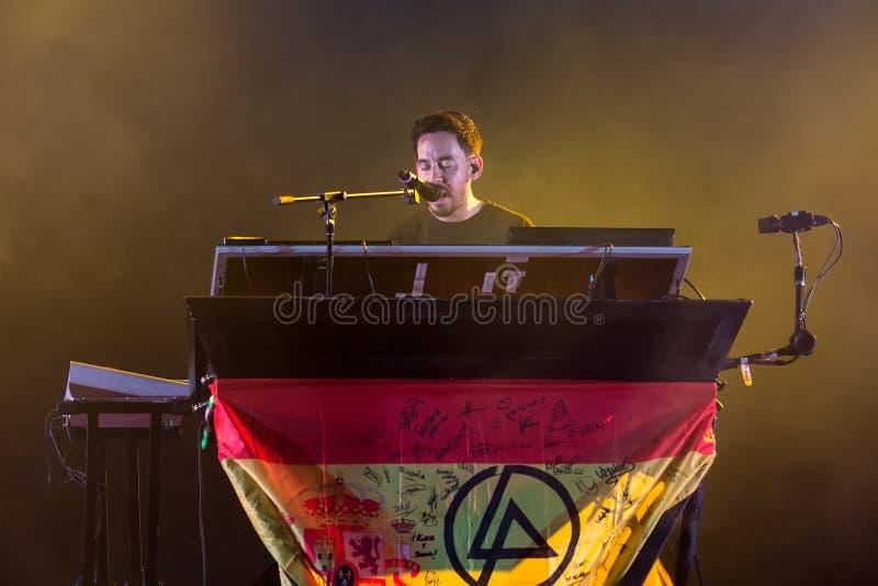 麦克Shinoda,联合公园音乐带的歌手,在音乐会执行在下载 免版税图库摄影
