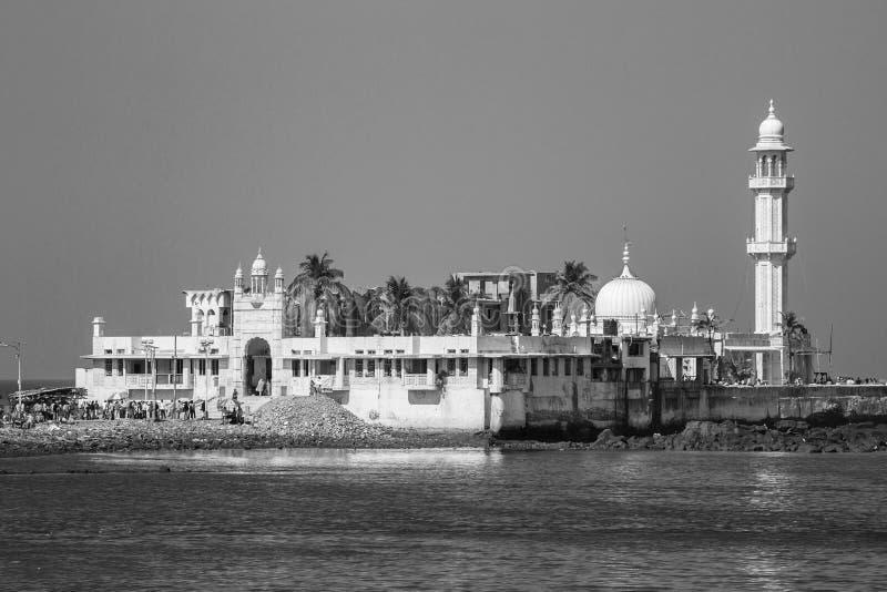 赴麦加朝圣过的伊斯兰教徒的阿里Dargah (清真寺)未认出的人 图库摄影