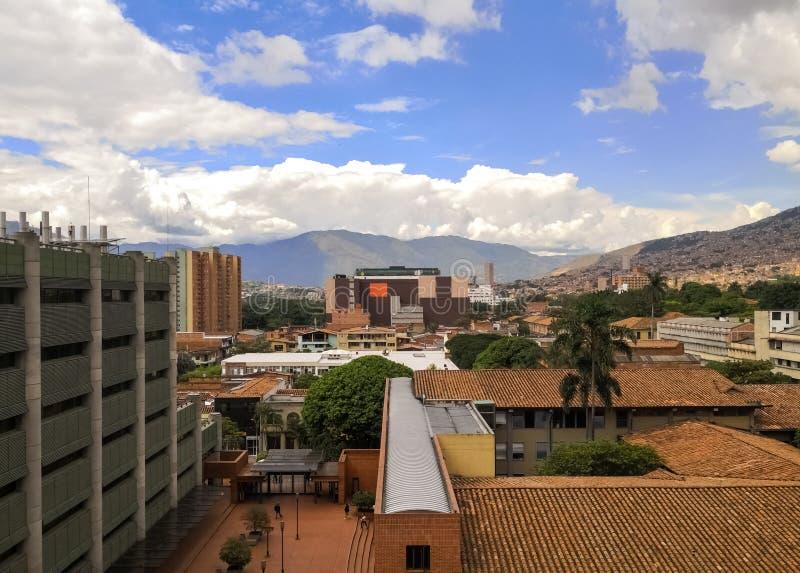 麦德林,哥伦比亚  传统和现代大厦 免版税库存图片