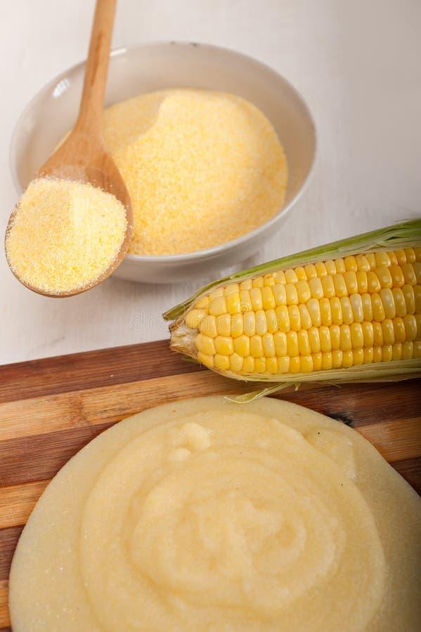 Download 麦片粥玉米mais面粉奶油 库存图片. 图片 包括有 庄稼, 传统, 可口, 成颗粒状, 健康, 膳食, 午餐 - 30332285