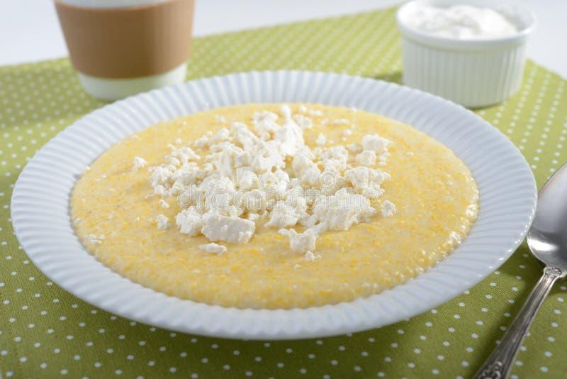 麦片粥用希腊白软干酪 库存照片