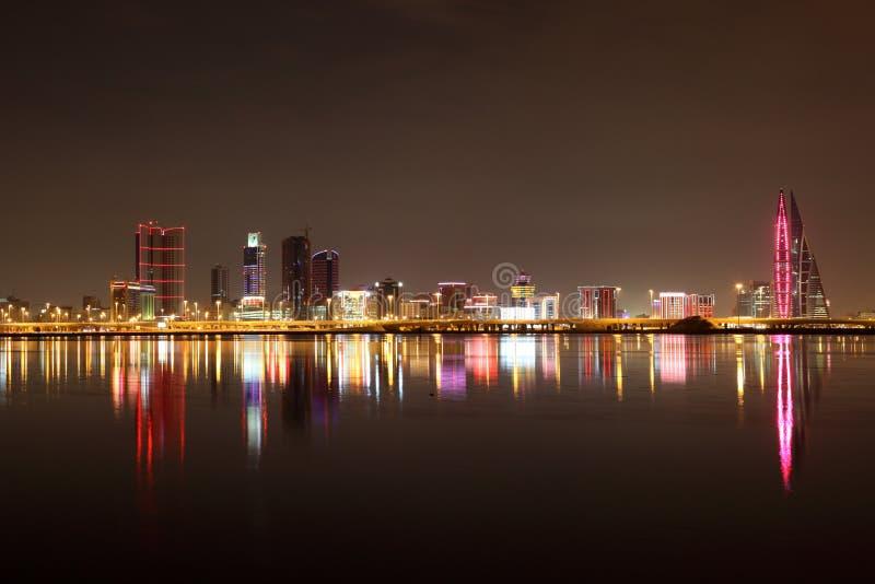 麦纳麦地平线在晚上。巴林 免版税库存照片