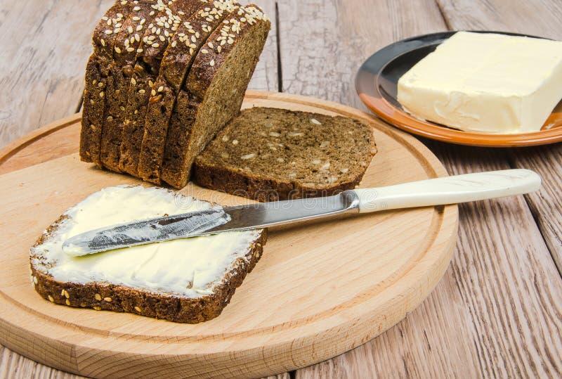 黑麦面包用黄油 库存图片