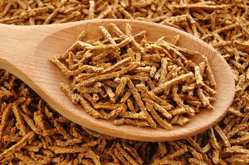 麸皮谷物木匙子的麦子 免版税库存照片