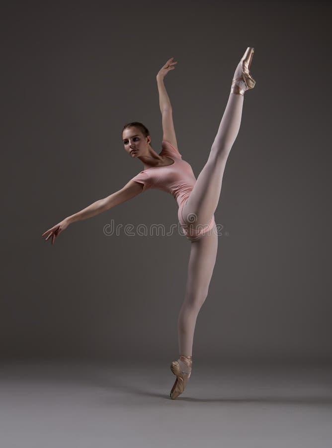 麻线的芭蕾舞女演员 库存图片