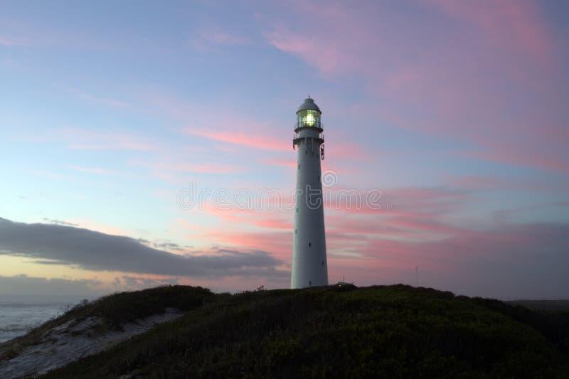黄昏太阳打开的灯塔 免版税库存照片