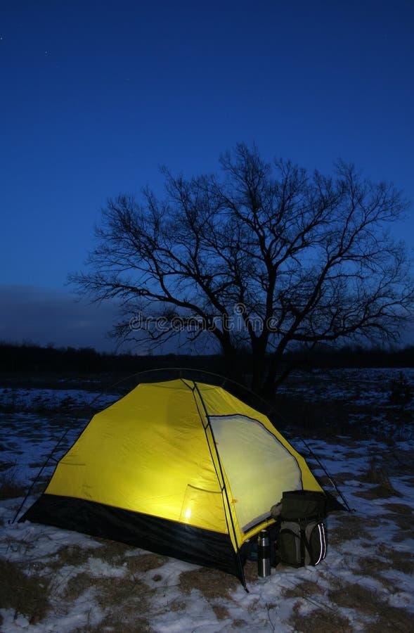 黄昏打开了帐篷 免版税库存照片