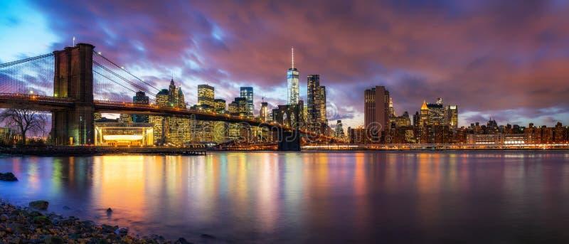 黄昏的布鲁克林大桥和曼哈顿 库存照片