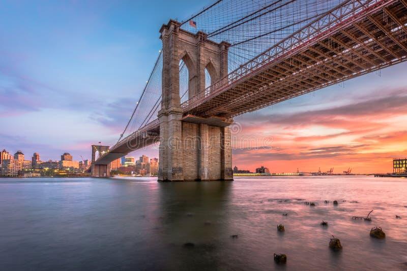黄昏的布鲁克林大桥纽约 免版税库存照片
