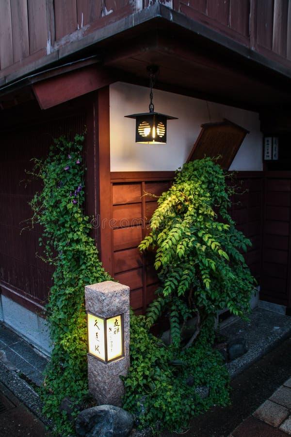 黄昏的美丽的Higashi驱虫苋区,今池, Chubu专区,日本 库存照片