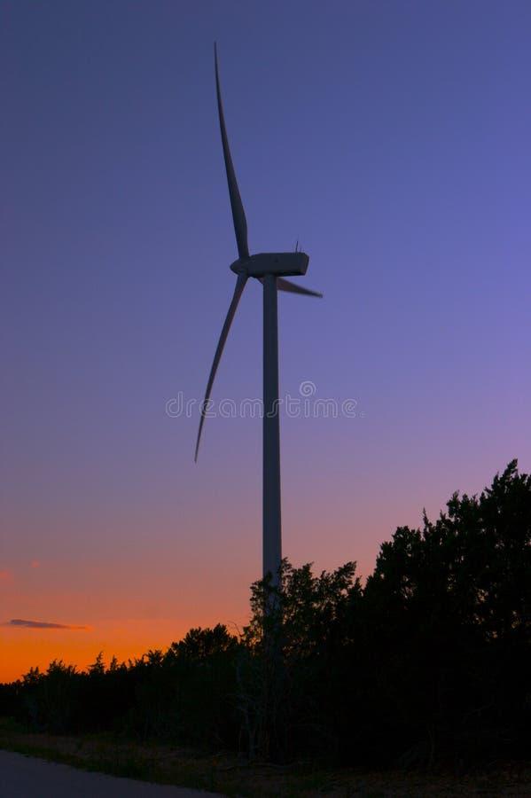 黄昏的风力场 库存照片