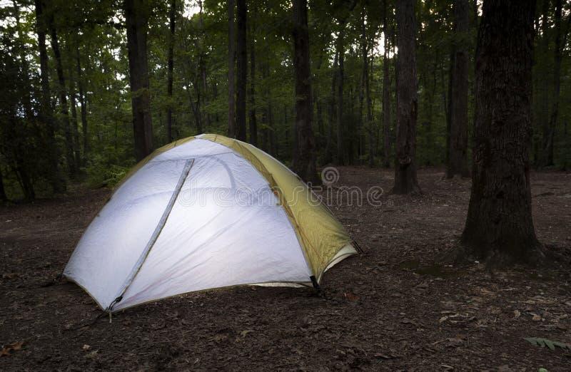 黄昏的Uwharrie露营地 免版税库存照片