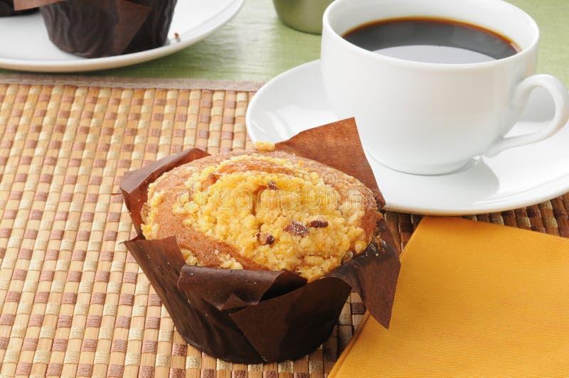 黄油蛋糕咖啡胡桃 免版税库存照片