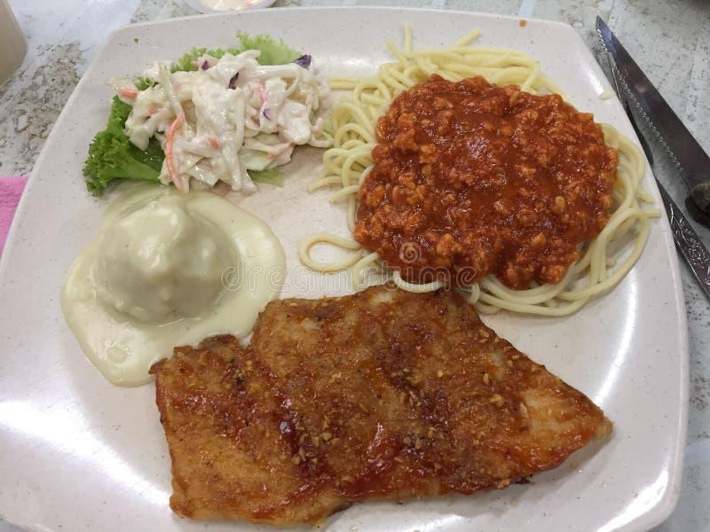 黄油鱼用肉末和意粉 免版税库存照片