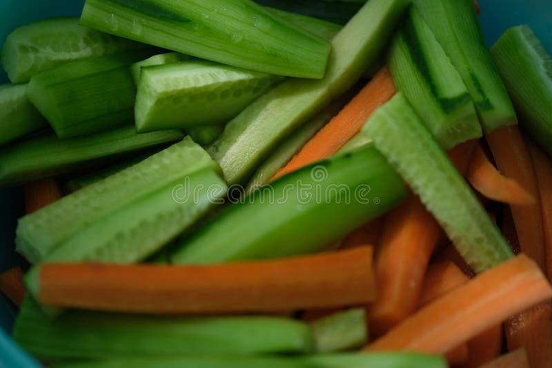 黄瓜和红萝卜切片 库存照片