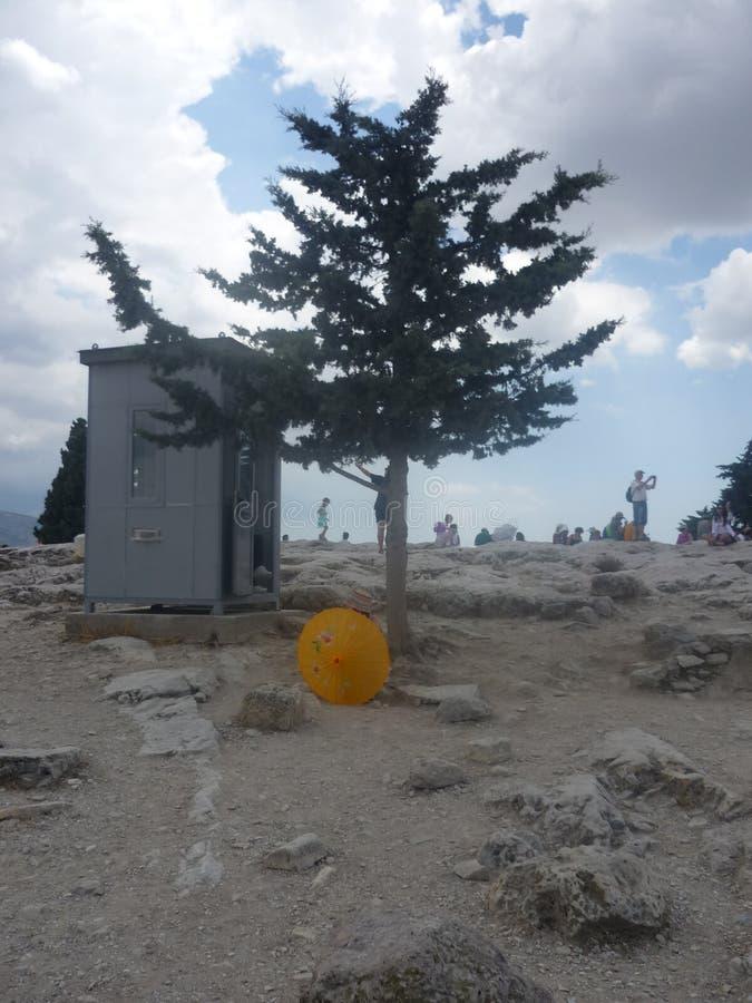 黄色伞丢失在上城 库存照片